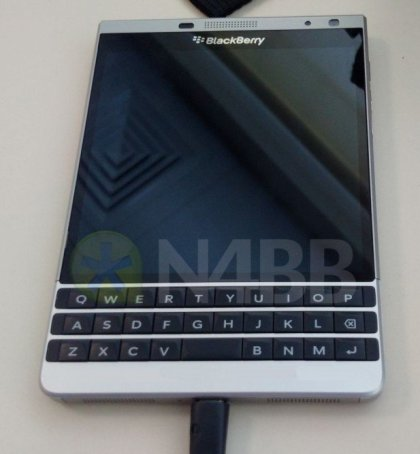 Unannounced BlackBerry Oslo appears on photos