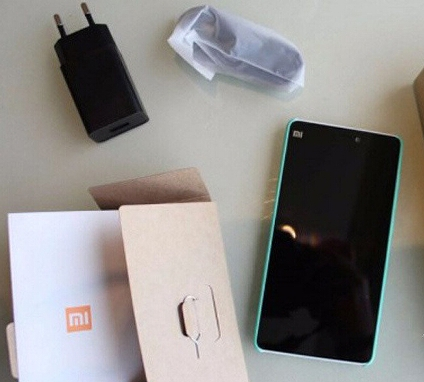 Xiaomi include a curious charge port in the Xiaomi Mi 4c